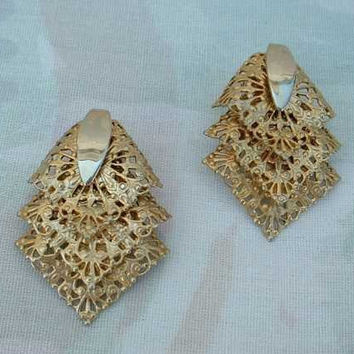 Sarah Coventry CHANTILLY LACE 1960s Filigree Earrings Clip Style