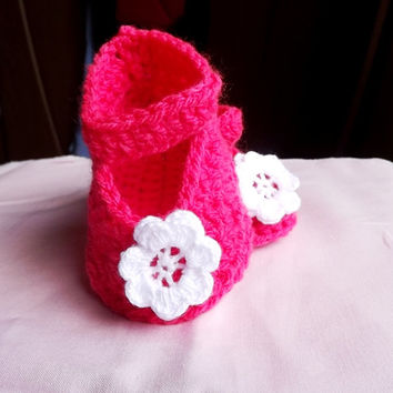 Crochet baby girl shoes, Pink handmade Newborn Shoes with nice white flower, Slippers
