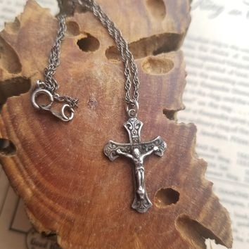 Chapel vintage sterling silver detailed crucifix cross necklace