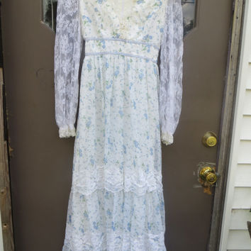 1970s boho hippie  flowered prairie   maxi dress  flowers and lace corset top   small size