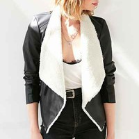 BB Dakota Vegan Sherpa Drape Jacket - Urban Outfitters