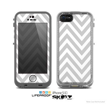 The Gray & White Sharp Chevron Pattern Skin for the Apple iPhone 5c LifeProof Case
