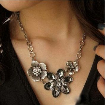LMFUG3 New Fashion Vintage Crystal Flower Silver Chain Statement Bib Necklace Jewelry (Color: Silver) = 1946462596