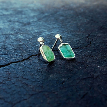 Rustic emerald slice earrings - sterling silver, natural, earth mined, May birthstone