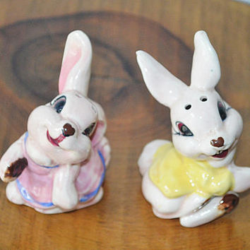 Rabbit Salt And Pepper Shakers, Vintage Cermaic Bunny Salt And Pepper, Mid Century Japan