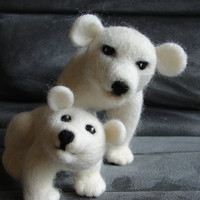 Polar bear family, needle felted solid wool polar bear mother and cub,