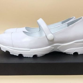 Chanel 18ss Xiaoxiang catwalk series super wild single shoes white