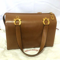 Vintage Salvatore Ferragamo tanned brown leather gancini handbag with golden hardware. Classic purse from the gancini collection.