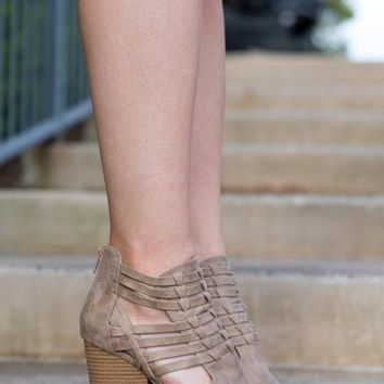 City Adventures Peep Toe - Taupe