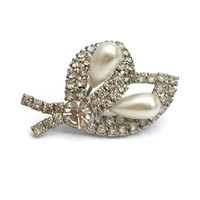 Rhinestone Calla Lily Brooch - Vintage Silver Tone Faux Pearl Floral Wedding Jewelry Pin - Formal Art Deco Costume Jewelry - Flower Spray