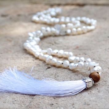 White pearl mala necklace Rainbow moonstone and pearl beaded japa mala White tassel bohemian necklace 108 beads Meditation Yoga jewellery