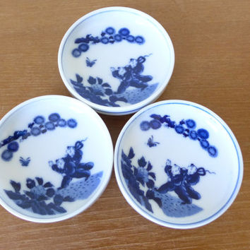 Three blue and white Chinese export shallow bowls, mustard bowls