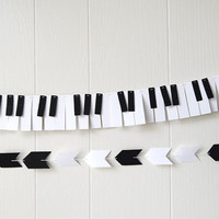 Arrow Garland in Black and White