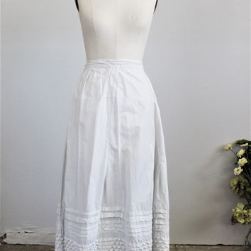 Vintage Antique Victorian White Petticoat Pintucks And Lace Trim / 1800s Early 1900s