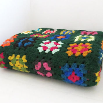 Vintage crochet afghan throw blanket in multicolored granny squares and green borders 60 x 50 in