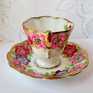 Royal Standard Fiine Bone China Carmen Teacup & Saucer Anemones, 1940s Gilded Edges Pedestal, Vintage Hand Painted Porcelain Made in England