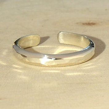 Sterling Silver toe ring - dainty toe ring - hammered silver toe ring - thin band toe ring - hammered ring - midi ring - adjustable ring
