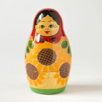 Vintage matryoshka nesting doll sunflowers ornament hand painting Soviet matryoshka wooden doll