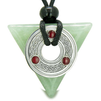 Amulet Celtic Triquetra Knot Magic Powers Green Quartz Pendant Necklace
