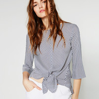 BLOUSE WITH FRONT KNOT DETAILS