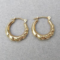 Vintage Classic Small Ribbed Solid 14k Yellow Gold Hoop Earrings