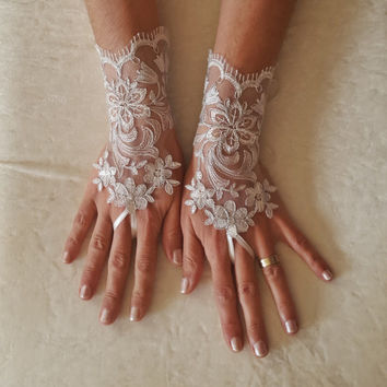 Ivory silvery  Wedding lace gloves gauntlet guantes  bridal accessory bride glove