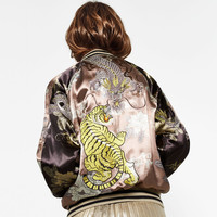 BOMBER REVERSIBLE LIMITED EDITION DETALLE