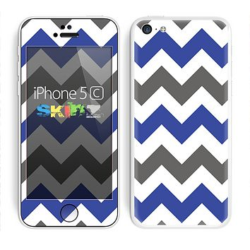 The Gray & Navy Blue Chevron Skin for the Apple iPhone 5c