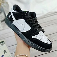 Nike SB Dunk Popular Men Leisure Sport Running Shoe Sneakers Black/White I-A36H-MY