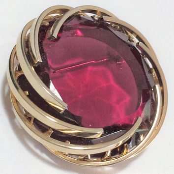 Pink Fuchsia Rhinestone Brooch Pin Round Gold Tone Setting Rosy Transparent Faceted Glass Stone Mid Century Jewelry 618m