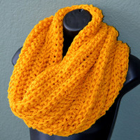 Hand Crocheted Chunky Neck Warmer. Unisex Neck warmer. Fall and Winter Fashion