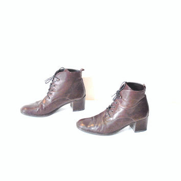size 8.5 CHUNKY heel granny boots / vintage 90s POINTY toe brown leather lace up OXFORD ankle booties