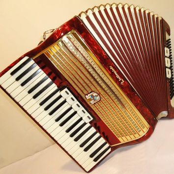 German Piano Accordion WELTMEISTER 120 bass. Very Rich and Beautiful Sound ! 251