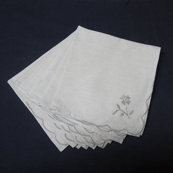 Set of 8 Vintage 1980s Ecru Linen Dinner Napkins with Hand Embroidered Flowers, 15.5 x 15 Inches, Vintage Table Linens, Home Decorating