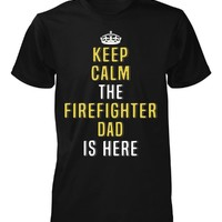 Keep Calm The Firefighter Dad Is Here. Cool Gift - Unisex Tshirt
