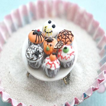 halloween themed cupcake plate ring