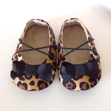 Baby Girl Shoes. Infant Shoes. Leopard Baby Shoes. Cheetah Baby Booties. Baby Shoes. Baby Booties. Fabric Baby Shoes. Shoes Baby