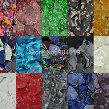 Lots of 100 pcs New Medium 0.71mm Guitar Picks Plectrums Celluloid  Assorted colors