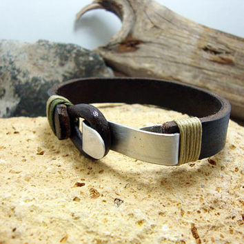 FREE SHIPPING - Men's leather bracelet,men bracelet, men gift, Brown leather Bracelet. green and naturel yarn. aluminum clip