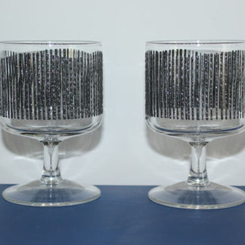 Pair of vintage Georges Briard textured charcoal icicle stemmed glasses, mid century glassware