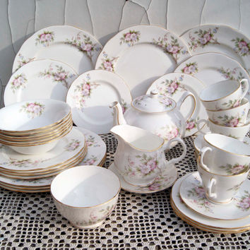 FREE SHIPPING WORLDWIDE! Duchess Glen Pattern Bone China England Coffee/Tea/Dinner Serving Set of 37 pieces. In excellent condition!