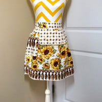 Vintage 1980s Sunflower Cotton Kitchen Apron - Very Pretty with Sunflowers & Tassels Print Fabric