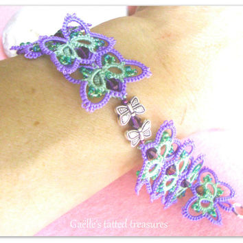 Lace tatted bracelet 'A butterfly dance'- hand made jewels- tatted jewels- original Gaëlle's design- tatted bracelet- green and lilac