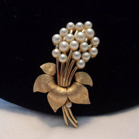 Crown Trifari Vintage Cluster Pearl Bouquet Flower Leaf Gold Plate Brooch Pin 1960s