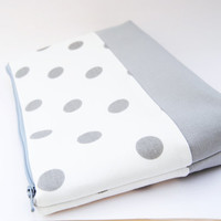 Gray and white polka-dot cosmetic case, makeup bag, zipper pouch