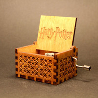 Engraved  wooden music box (Harry Potter - Theme)