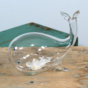 Vintage Blown Glass Whale with Four Tiny Whales Inside . Langsam Billig . Made in Taiwan . Unusual Whale Figurine