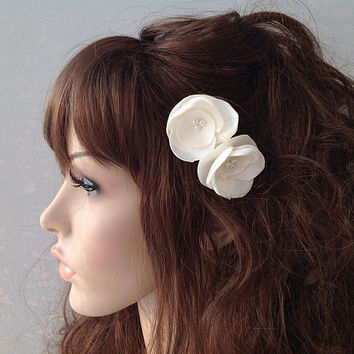 ivory flower hair pin, bridal accessory, brides flowers, bridesmaid gift