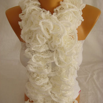 Hand knitted White ruffled scarf by Arzus on Etsy