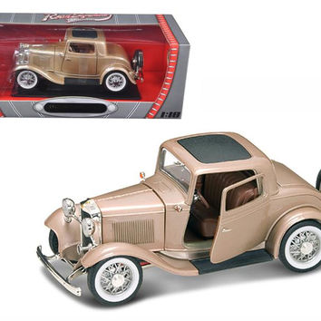 1932 Ford 3 Window Coupe Gold 1-18 Diecast Car by Road Signature
